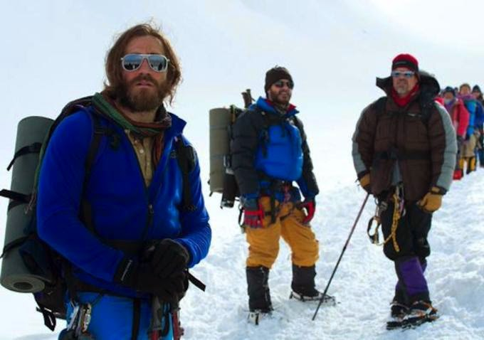 Jake Gyllenhaal, Michael Kelly y Josh Brolin en Everest
