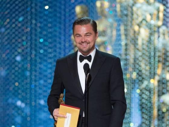 Leonardo DiCaprio con su Oscar 2016