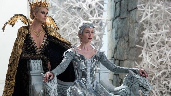 Charlize Theron y Emily Blunt en El Cazador y la Reina del Hielo