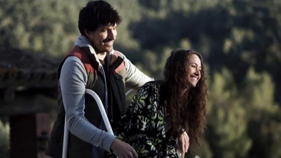 Andrés Velencoso y Maiara Walsh en Summer Camp