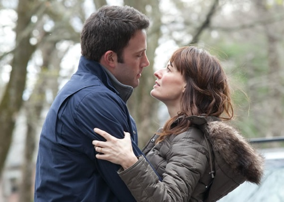 Ben Affleck y Rosemarie DeWitt en The Company Men
