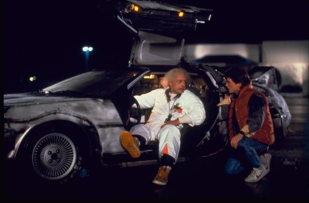 Doc, Marty y el DeLorean en Regreso al Futuro