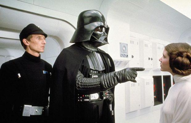 David Prowse y carrie Fisher en La Guerra de las Galaxias