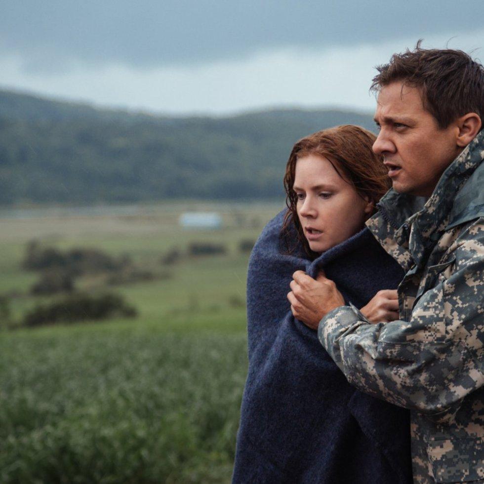 Amy Adams y Jeremy Renner en La Llegada