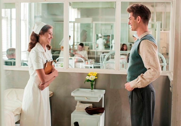 Teresa Palmer y Andrew Garfield en Hasta el Último Hombre