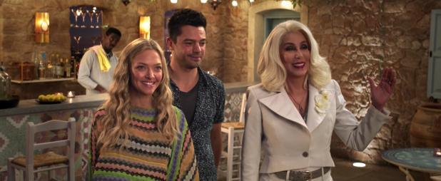 Amanda Seyfried, Dominic Cooper y Cher en Mamma Mia! Una y Otra Vez