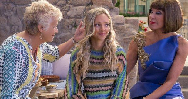 Julie Walters, Amanda Seyfried y Christine Baranski en Mamma Mia! Una y Otra Vez