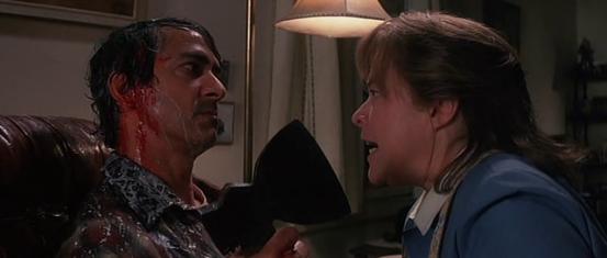 David Strathairn y Kathy Bates en Eclipse Total (Dolores Claiborne)