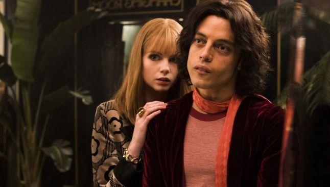 Lucy Boynton y Rami Malek en Bohemian Rhapsody