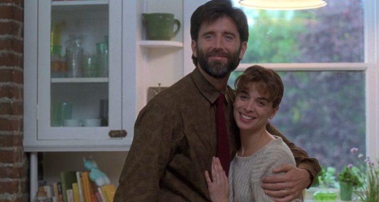 Matt McCoy y Annabella Sciorra en La Mano que Mece la Cuna