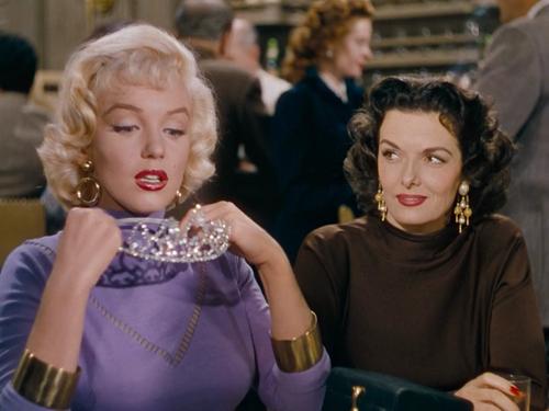 Marilyn Monroe y Jane Russell en  Los Caballeros las Prefieren Rubias