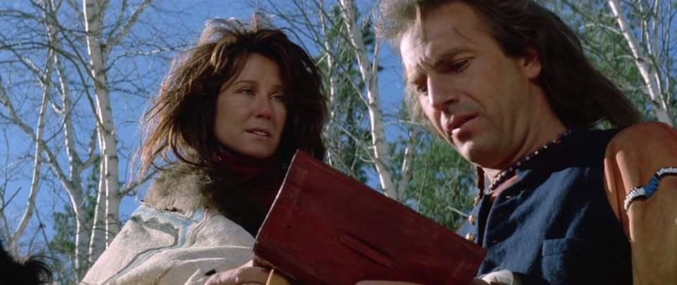 Mary McDonnell y Kevin Costner en Bailando con Lobos