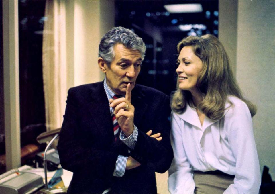 William Holden y Faye Dunaway en Network