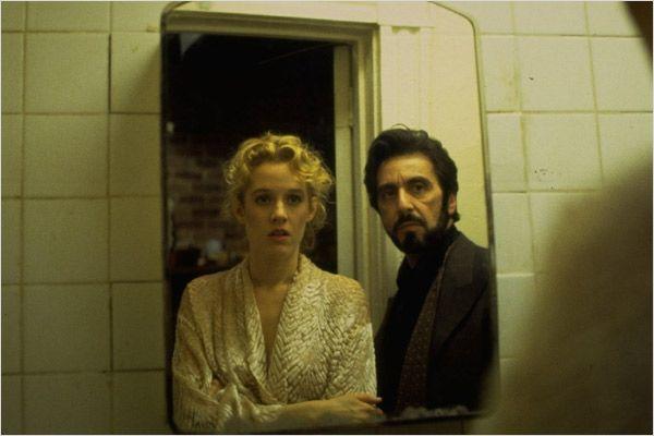 Penelope Ann Miller y Al Pacino en Atrapado por su Pasado