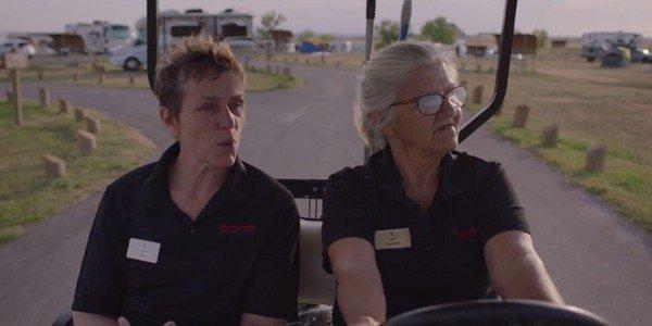 Frances McDormand y Linda May en Nomadland